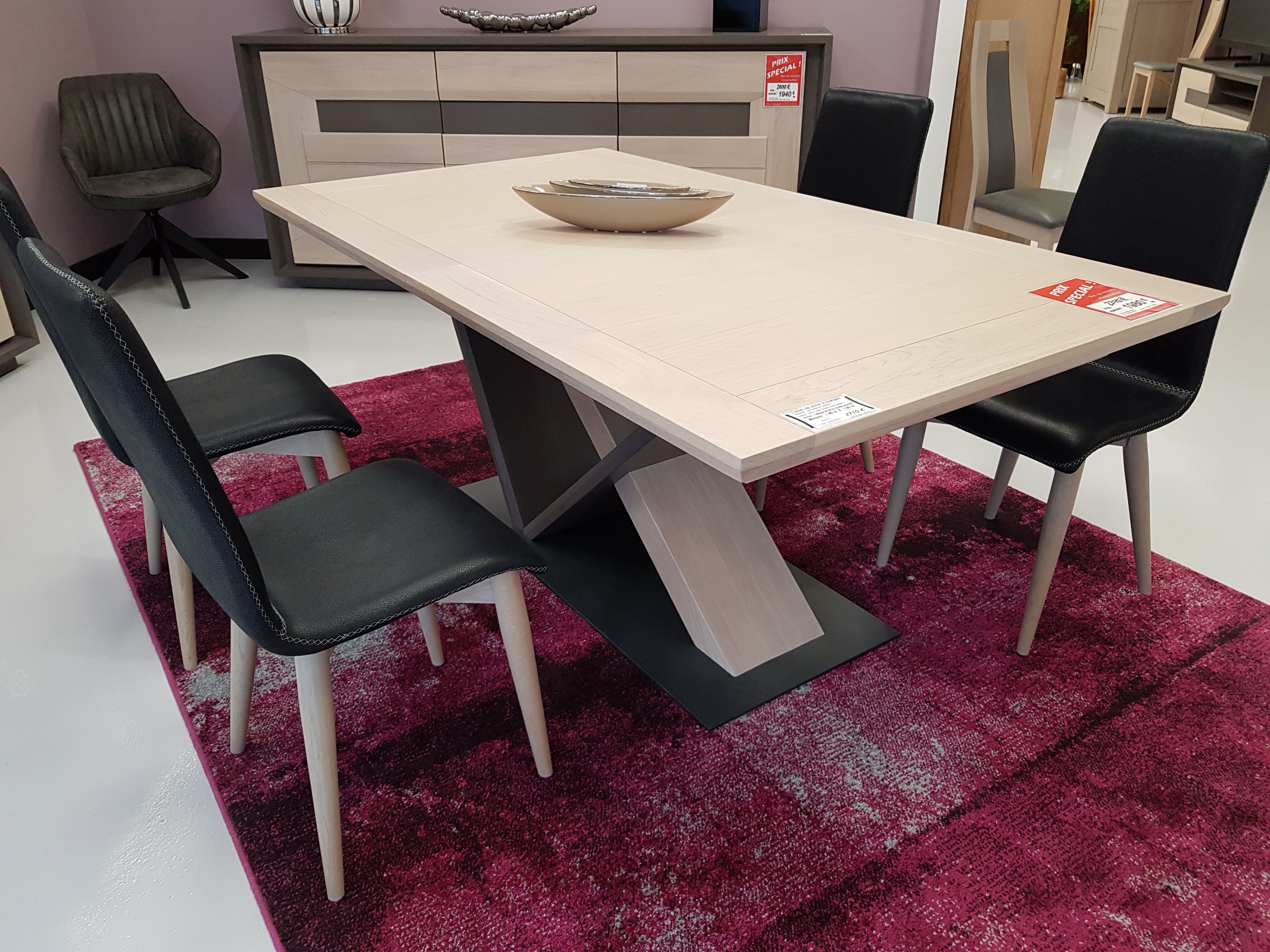 table de salle manger en ch ne disponible prix sp cial. Black Bedroom Furniture Sets. Home Design Ideas