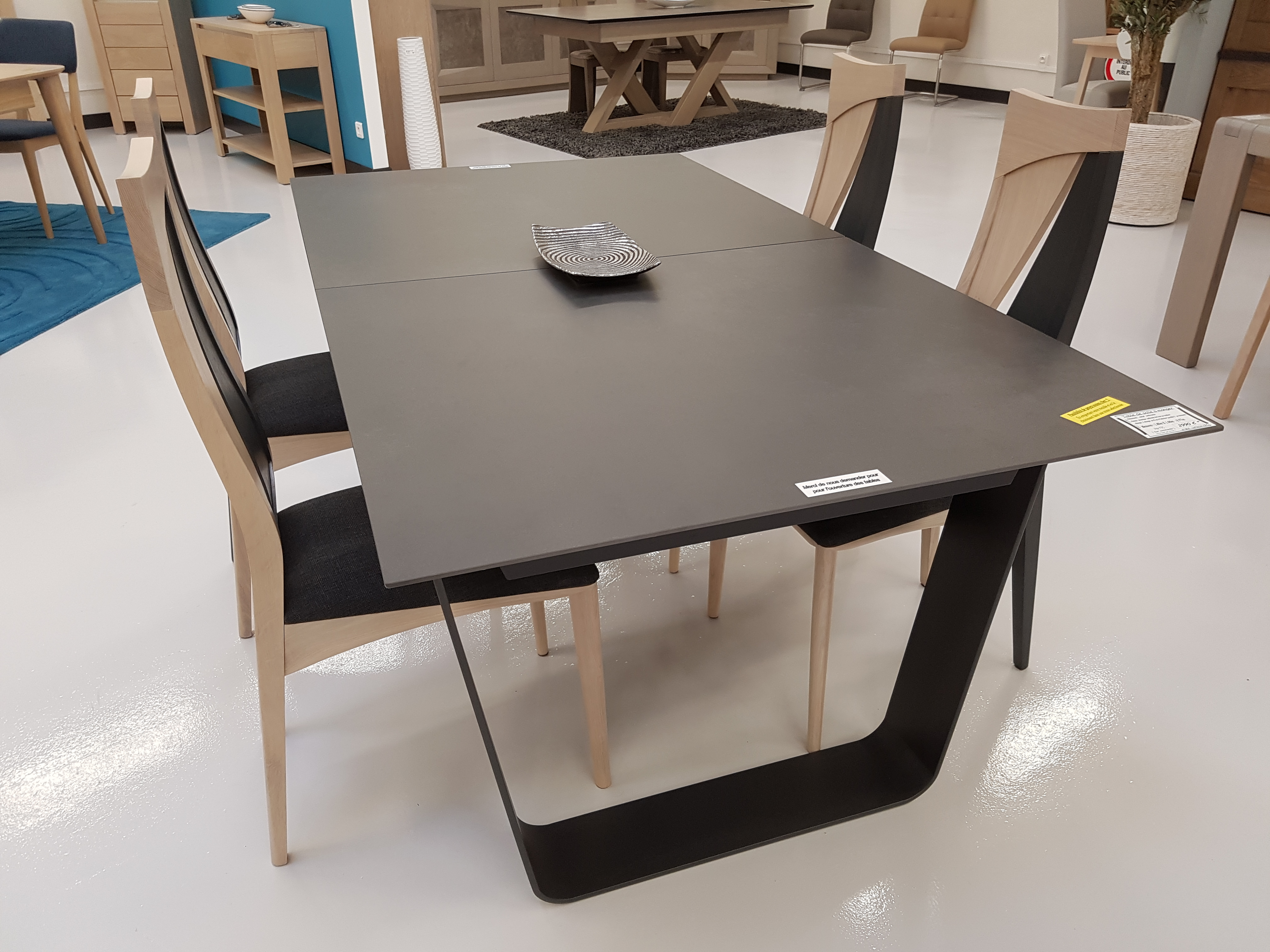 Table de salle manger en c ramique disponible prix sp cial Prix table a manger