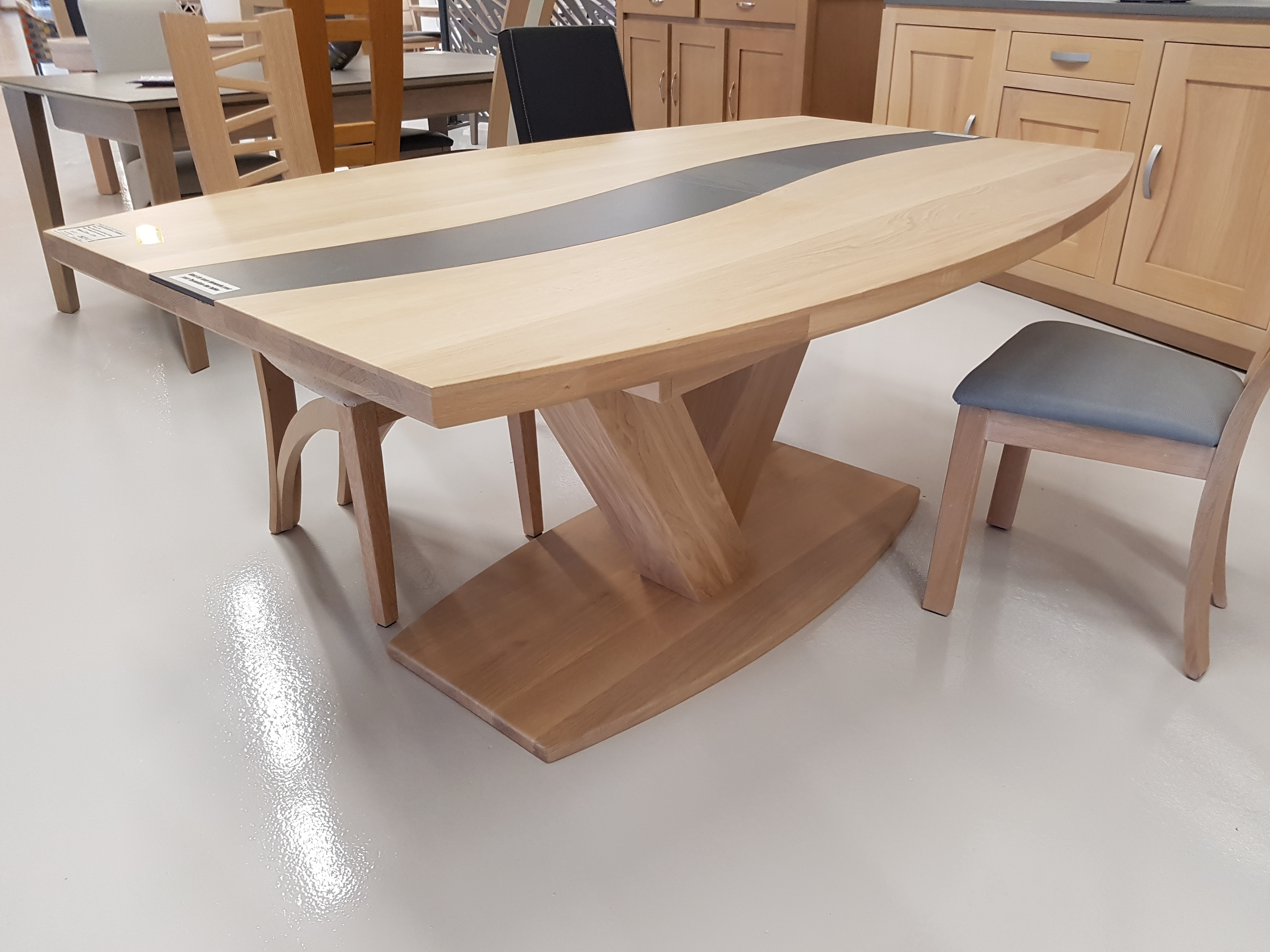 Table pieds central