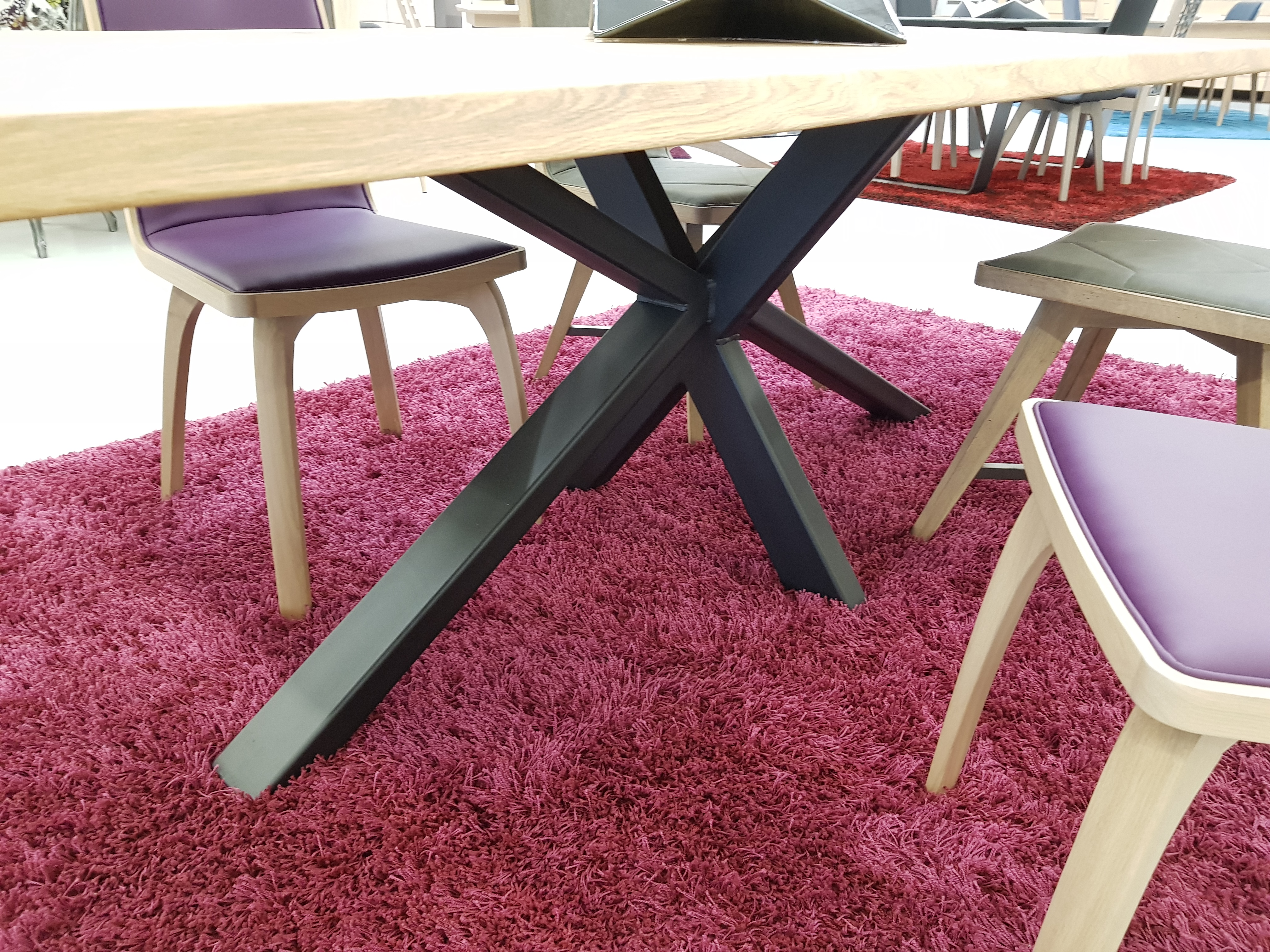 Table_pied_central_metal_plateau_bois_naturel
